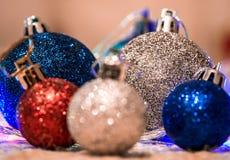 Kerstmisdecoratie op warme achtergrond Royalty-vrije Stock Foto's