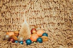 Kerstmisdecoratie op warme achtergrond Royalty-vrije Stock Afbeeldingen