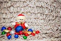 Kerstmisdecoratie op warme achtergrond met sneeuwman Royalty-vrije Stock Afbeelding