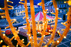 Kerstmisdecoratie in Piata Sfatului, Brasov, Roemenië Royalty-vrije Stock Afbeelding