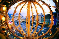 Kerstmisdecoratie in Piata Sfatului, Brasov, Roemenië Royalty-vrije Stock Foto