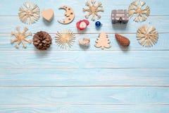 Kerstmisdecoratie: pinecone, sneeuwvlokken, doos in gevormd van hea Royalty-vrije Stock Fotografie