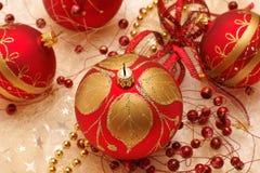 Kerstmisdecoratie, rode snuisterijen Royalty-vrije Stock Foto's