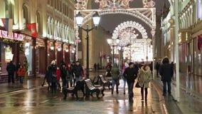 Kerstmisdecoratie in stad stock videobeelden