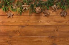 Kerstmisdecoratie, sterren en de achtergrond van het slingerkader Royalty-vrije Stock Foto's
