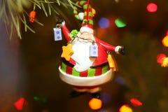 Kerstmisdecoratie van de Kerstman op bontboom met Royalty-vrije Stock Afbeelding