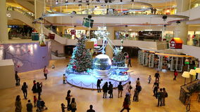 Kerstmisdecoratie in winkelcomplex stock videobeelden