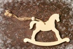 Kerstmisdecoratie - wit paard Nieuw jaarsymbool 2015 Stock Afbeeldingen