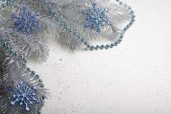 Kerstmisdecoratie in zilveren tonen Stock Fotografie
