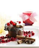 Kerstmisdessert - donkere chocoladesoufflé Stock Afbeeldingen