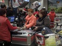 Kerstmisdiner die bij Supermarkt winkelen Royalty-vrije Stock Afbeelding