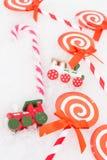 Kerstmisdocument suikergoed, echte suikergoed en treinen Stock Foto's
