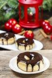 Kerstmisdoughnut met chocolade Stock Fotografie