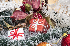 Kerstmisdozen, speelgoed en giften Stock Foto's
