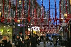 Kerstmisdrukte in de straten van Stockholm Stock Afbeeldingen
