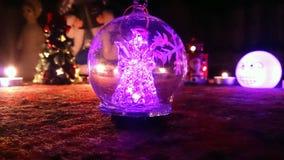 Kerstmisengel in een Kerstmisbal royalty-vrije stock foto's