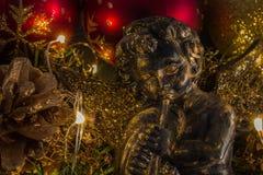 Kerstmisengel op abstracte onscherpe achtergrond Stock Afbeeldingen