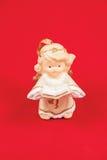 Kerstmisengelen op een rode achtergrond Royalty-vrije Stock Afbeeldingen