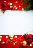 Kerstmisframe van de kunst met document op rode achtergrond Stock Afbeeldingen