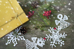 Kerstmisgift en decor met sneeuw Royalty-vrije Stock Afbeelding