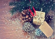 Kerstmisgift met oude document markering Stock Afbeelding