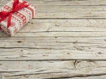 Kerstmisgift op houten achtergrond Stock Afbeelding