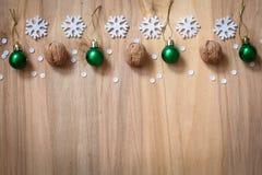 Kerstmisgiften en decoratie op de lijst Decoratief element Stock Foto