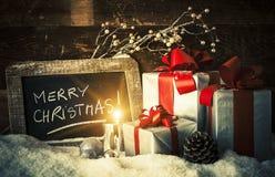 Kerstmisgiften en kaars Stock Fotografie