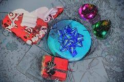 Kerstmisgiften onder boom, holidasy achtergrond Royalty-vrije Stock Afbeelding