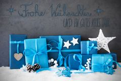 Kerstmisgiften, Sneeuw, de Middelen Gelukkig Nieuwjaar van Kalligrafiegutes Neues Jahr Stock Afbeelding