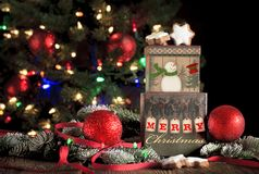 Kerstmisgroet op Giftdozen stock fotografie