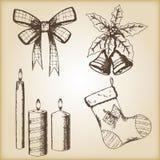 Kerstmishand getrokken vectorillustratie - boog, kaarsen, sok en klokken, uitstekende stijl Royalty-vrije Stock Afbeeldingen