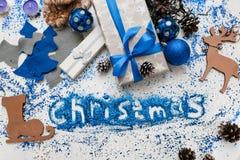 Kerstmisinschrijving Decor en giftenachtergrond Stock Fotografie