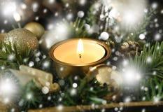 Kerstmiskaars en gouden ballen Royalty-vrije Stock Foto