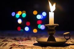 Kerstmiskaars en licht Stock Afbeeldingen