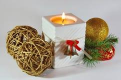 Kerstmiskaars en ornamenten 3 Royalty-vrije Stock Foto's