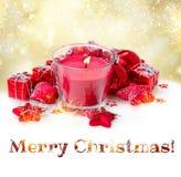 Kerstmiskaars met rode decoratie Stock Foto's