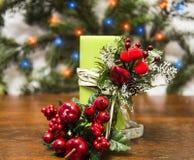 Kerstmiskaars met vruchten stock afbeeldingen