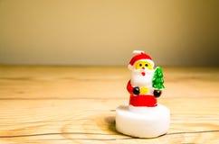 Kerstmiskaars op de lijst royalty-vrije stock afbeelding