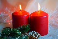 Kerstmiskaarsen en groene takjes royalty-vrije stock foto