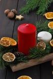 Kerstmiskaarsen en Ornamenten Royalty-vrije Stock Afbeeldingen