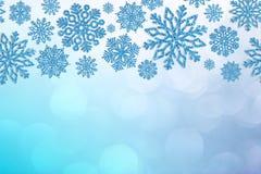 Kerstmiskader met blauwe sneeuwvlokken Grens van lovertjeconfettien Schitter poeder fonkelende achtergrond Stock Afbeelding