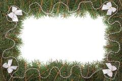 Kerstmiskader van spartakken wordt gemaakt met parels worden en bogen op witte achtergrond worden geïsoleerd verfraaid die Royalty-vrije Stock Foto