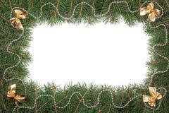 Kerstmiskader van spartakken wordt gemaakt met parels worden en bogen op witte achtergrond worden geïsoleerd verfraaid die Stock Afbeeldingen