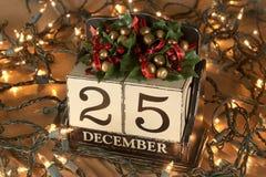 Kerstmiskalender met 25 December op houten blokken Royalty-vrije Stock Afbeelding