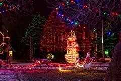 Kerstmiskerstman, sneeuwman, geboorte van Christusscène stock foto's