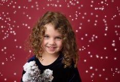 Kerstmiskind: Gelukkig Meisje op Rode Achtergrond Royalty-vrije Stock Fotografie