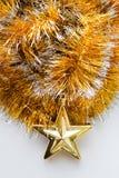 Kerstmisklatergoud met een stuk speelgoed Royalty-vrije Stock Foto's