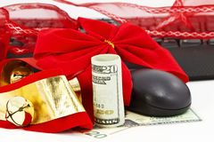 Kerstmisklokken, Amerikaans geld, toetsenbord, en muis Royalty-vrije Stock Foto's