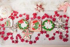 Kerstmiskoekjes en met de hand gemaakt retro speelgoed Royalty-vrije Stock Afbeeldingen